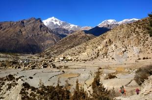 Chulu Peaks behind
